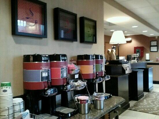 Hampton Inn and Suites Charlotte Airport: good coffee
