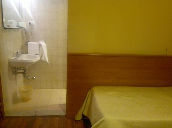 Hotel Romagna: Lavandino senza privacy...