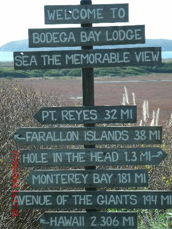 Bodega Bay Lodge: Sign on Grounds