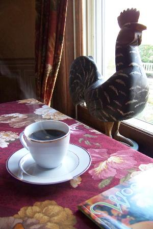 The Village Inn of Woodstock: Coffee and our Rooster in the Breakfast Room