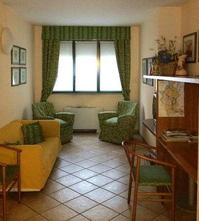 Hotel Hortensia: reading / PC area