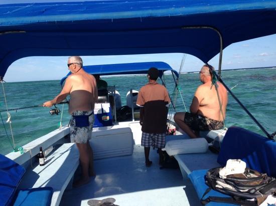 Cari'Bean Tours Belize : Fishing off Ambergris Caye