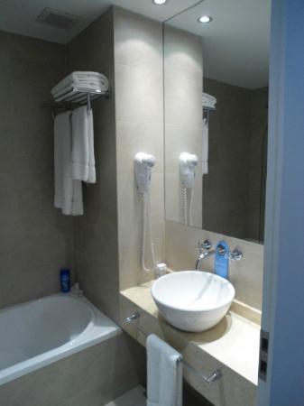 Dazzler Recoleta: Banheiro