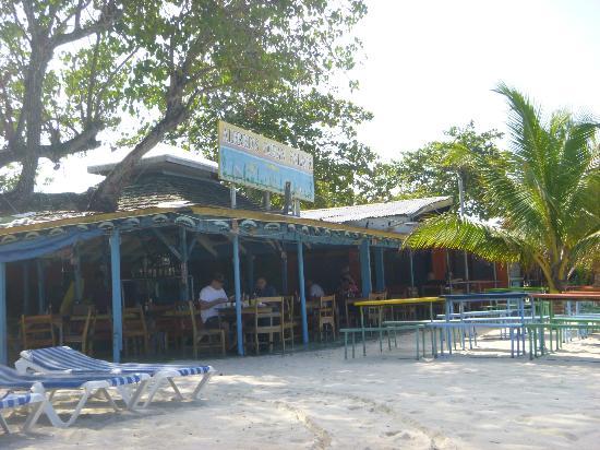 Alfred's Ocean Palace: Beach Area