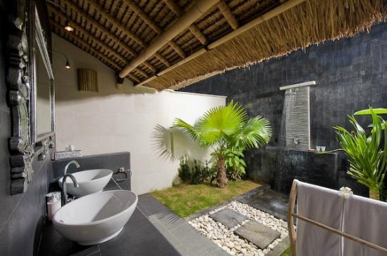 Scallywags resort 107 1 1 6 inn reviews photos - Salle de bain tropicale ...