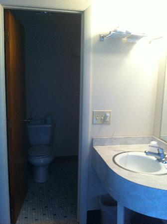 Seashore Park Inn: Bathroom
