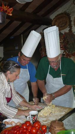 Agriturismo Castello della Paneretta: The guys got right into it!