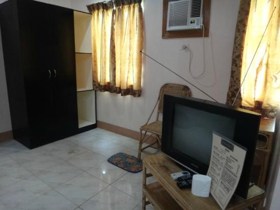 Corazon Tourist Inn : living room