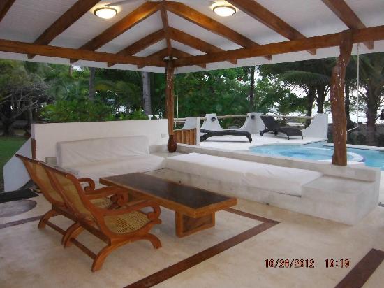 Hotel Tropico Latino: patio 