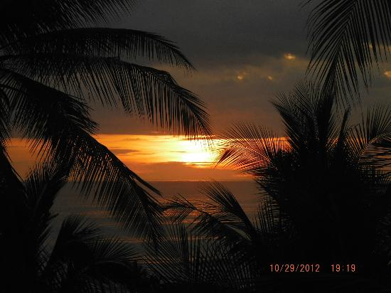 Hotel Tropico Latino: sunset from the patio