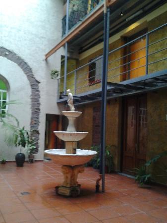 Hotel Parada: Fuente en el centro del hall