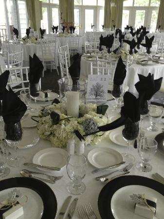 Sherwood Inn: Table Set up for Wedding