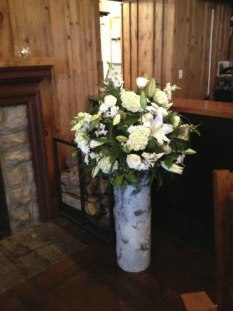Sherwood Inn : Flowers in lounge by Season in the country