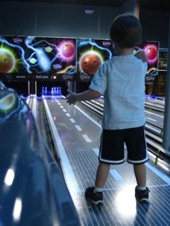 Sparians @ River Bowl Charleston: Younger ones love bowling, too!