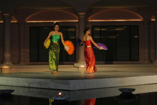 Centara Grand Beach Resort Phuket: nightly entertainment