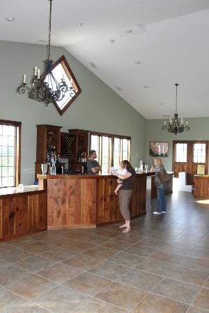 Zugibe Vineyards: The wine bar