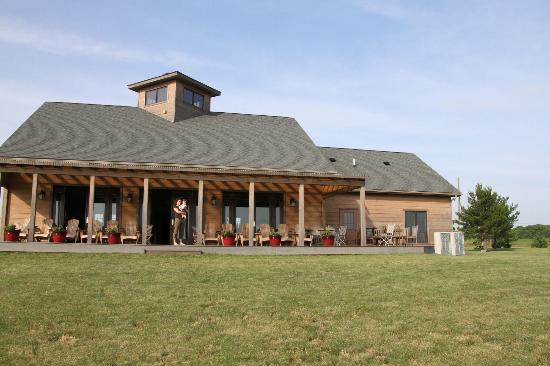 Zugibe Vineyards: A view of the winery from the field