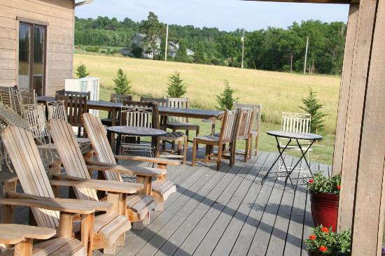 Zugibe Vineyards: A place to lounge