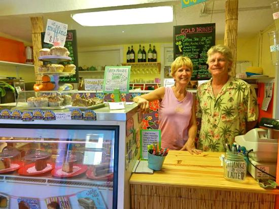 Flagler Beach, Floryda: Owners Carol and Jeff at the New BeachHouse Beanery Cafe