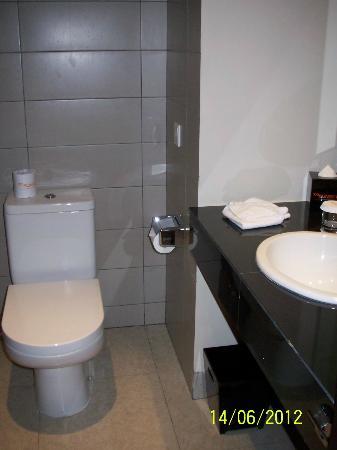 100 Sunset Hotel Managed by Eagle Eyes: Bathroom