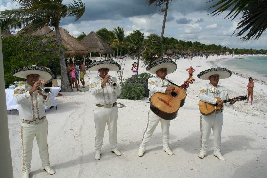 Grand Palladium Colonial Resort & Spa: Mariachi band @ our wedding