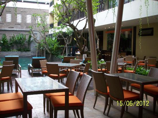 100 Sunset Hotel Managed by Eagle Eyes: Pool