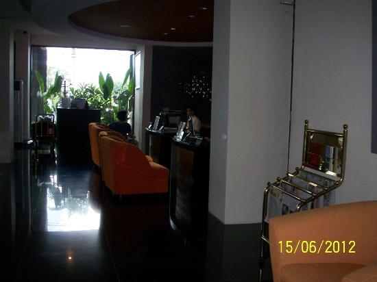 100 Sunset Hotel Managed by Eagle Eyes: Lobby
