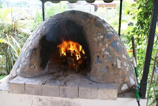 Boquete Artisan Baking Seminars: Learn how to make pizza in a wood fired oven