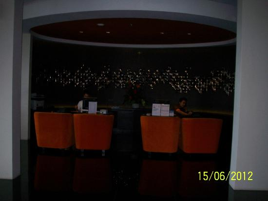 100 Sunset Hotel Managed by Eagle Eyes: Lobby