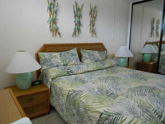 Kahana Reef: Bedroom unit 220