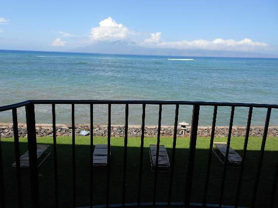 Kahana Reef: Balcony view unit 220