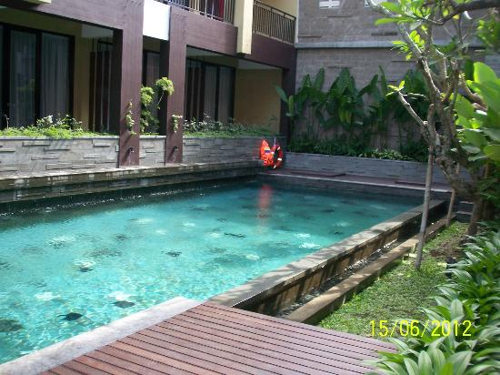 100 Sunset Hotel Managed by Eagle Eyes: Pool