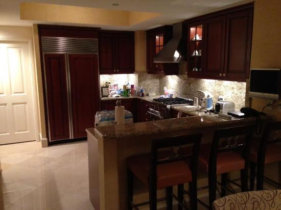 Acqualina Resort & Spa on the Beach: Kitchen 2