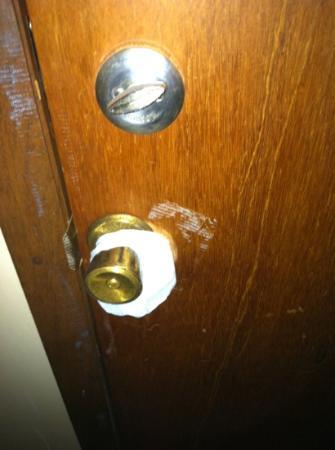 Flamingo Inn : ajoining door