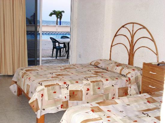 Paradise Beach Club Hotel : POOLSIDE ROOMS