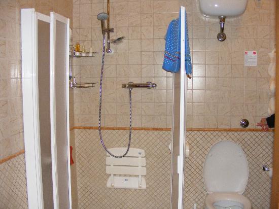 Agriturismo il Palazzo dei Diavoli: Il Gelso shower