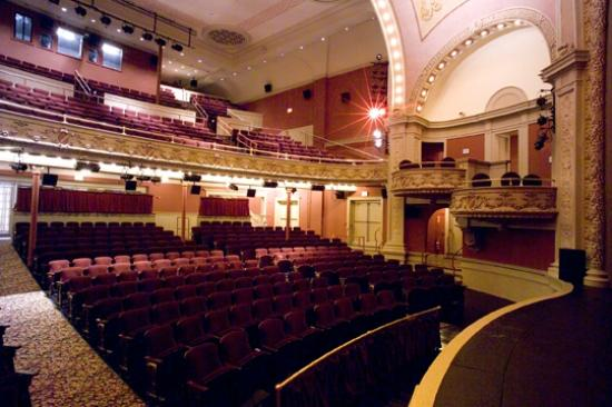 Mahaiwe Performing Arts Center: Warm and intimate setting