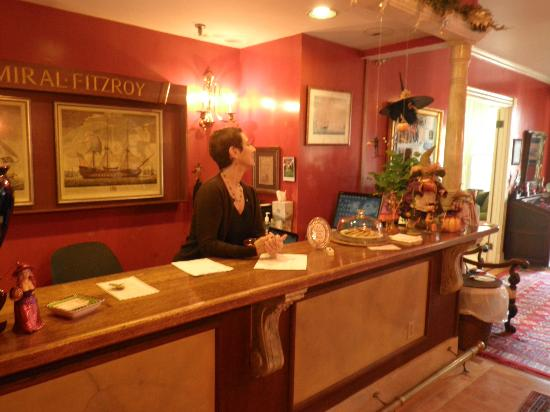 Admiral Fitzroy Inn: Innkeeper at the front desk where we checked in