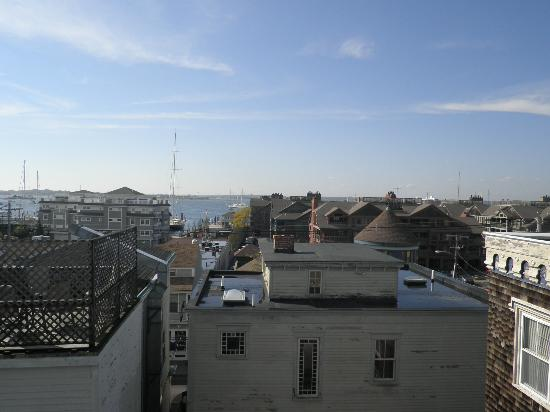 Admiral Fitzroy Inn: Admiral Fitzroy rooftop deck view of Newport harbor