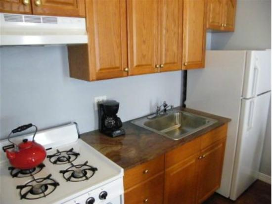 Allie's Inn Bed and Breakfast: Allie's Room - Prepare your own meals in our fully equipped kitchen