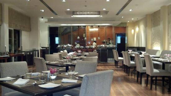 The Gateway Hotel on Residency Road: GAD Restaurant...excellent breakfast buffet