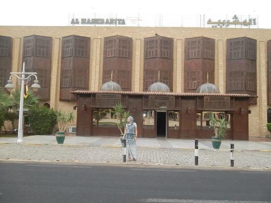 Al Mashrabiya: Эти резные деревянные ставни и называются Машрабия