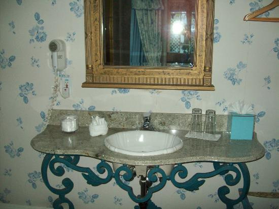 The Bergson: Bathroom Sink area