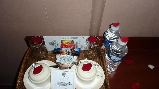 โรงแรมบริตานนิก: Tea, coffe & water daily