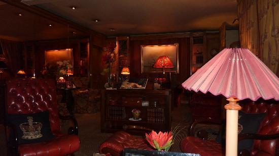هوتل بريتانيك: Guest lounge
