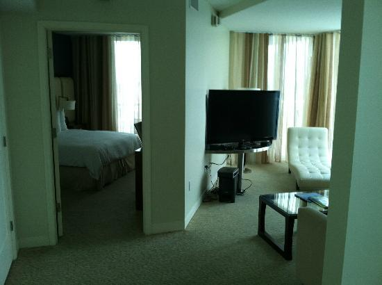 Hilton Fort Lauderdale Beach Resort: Penthouse Guest Bedroom & Media Room