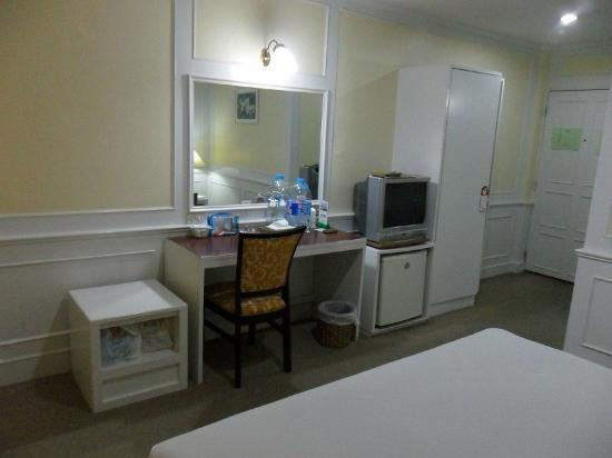 Clean room at PJ Watergate Hotel, Bangkok