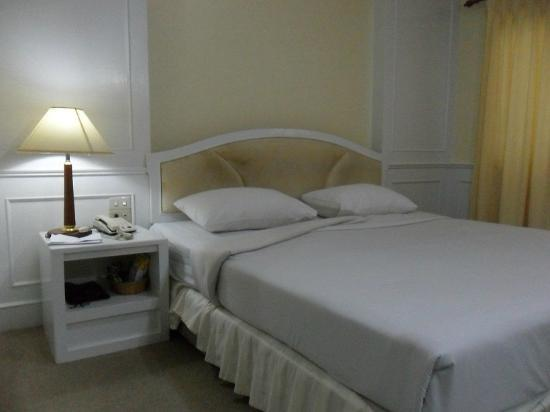 Spacious room at PJ Watergate Hotel, Bangkok