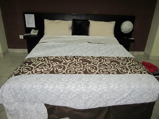 Bagus Hayden Hotel: Bed