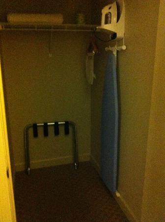 Sole Inn and Suites: closet